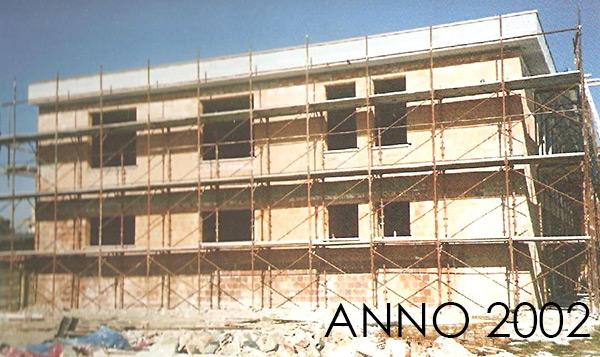 2002_esterno